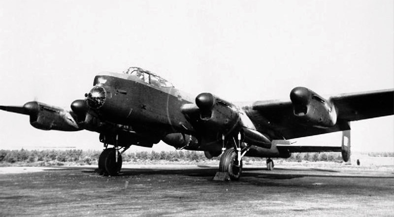 617 Sqn Lancaster B1 Special with a 'Grand Slam' under its belly