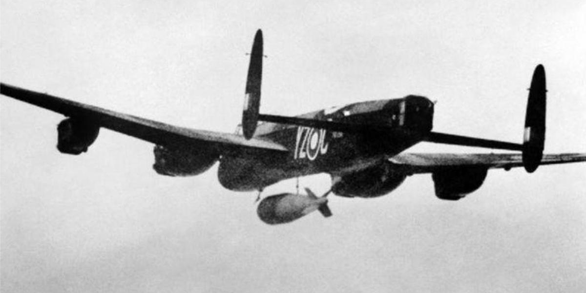 617 Sqn Lancaster B1 Special PB996 'YZ-C' releases a 21,500lb 'Grand Slam'