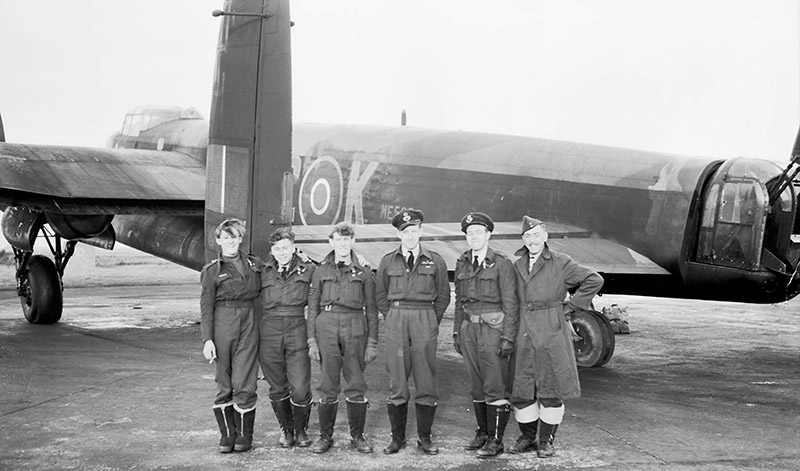Crew of 617 Sqn with their Lancaster, ME562 'KC-K'
